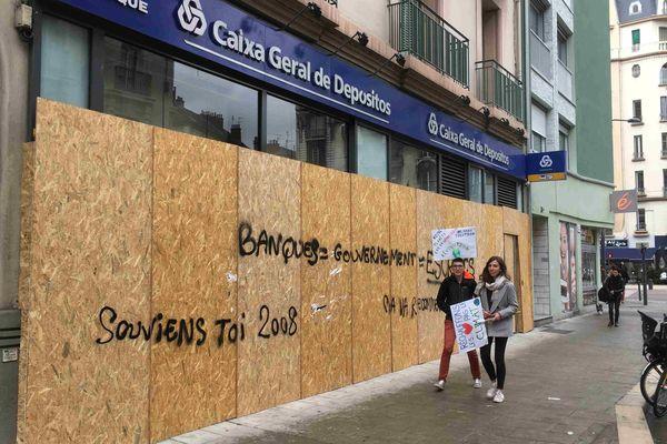 Une banque du Cours Berriat, à Grenoble