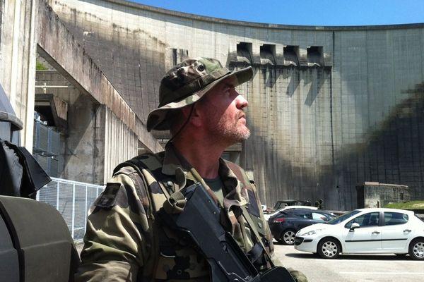 Les militaires de la 7e Brigade Blindée en exercice au barrage de Vouglans, dans le Jura - mai 2014.