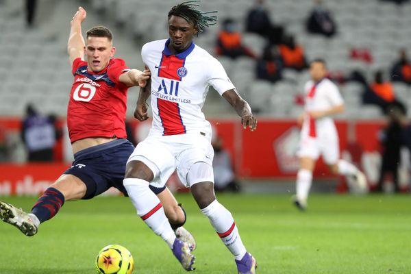 Le Lillois Sven Botman et le Parisien Moise Kean, lors de la dernière rencontre entre les deux formations, le 20 décembre 2020, en Ligue 1.