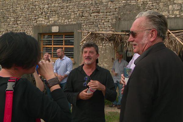 Petite fête champêtre entre bons amis dans la ferme de Vars