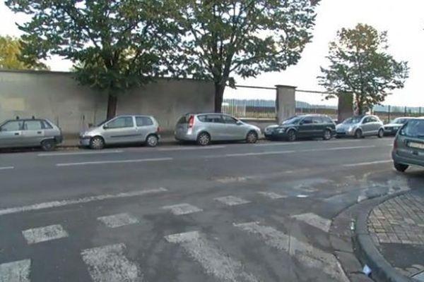 Le corps a été retrouvé dans une voiture stationnée quai de Paludate à Bordeaux