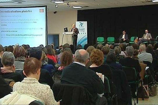 300 personnes ont assisté à cette journée de formation à la problématique de la radicalisation religieuse.