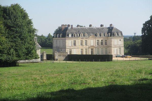 Dans l'Orne, à Rémalard, plein soleil garanti en ce dimanche au château de Voré.