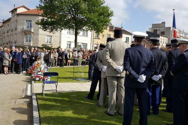 Cérémonie de commémoration du 8 mai, devant le monument aux morts place des Carmes, à Limoges.