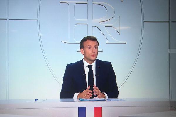 Le couvre-feu prendra effet à partir de samedi 17 octobre, et durera au moins jusqu'à la fin novembre, a annoncé le président de la République ce mercredi sur TF1 et France 2.