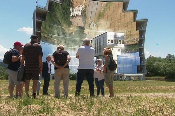 Le four solaire d'Odeillo est le plus grand du monde, à égalité avec celui de Parkent, en Ouzbékistan.