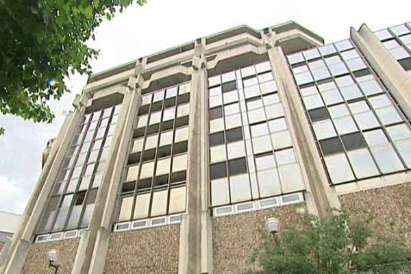 Cet immeuble chamaliérois, autrefois occupé par le Conseil régional, est vide depuis un an.