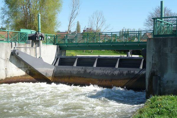 Ce mardi 26 mai, une adolescente de 14 ans a échappé de peu à la noyade au barrage de Pont-Rémy
