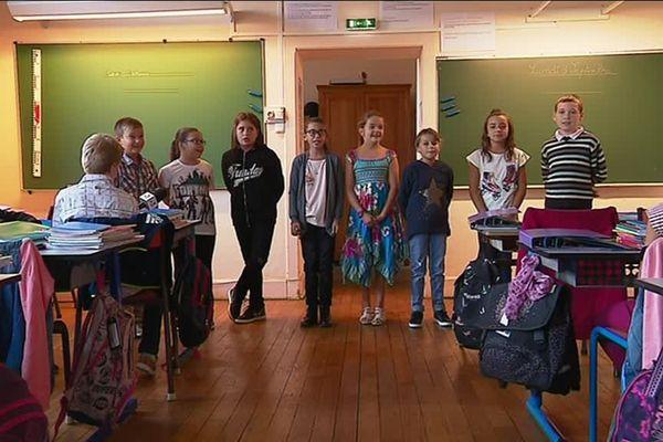 L'unique classe de l'école de Saincaize-Meauce (Nièvre) rassemble 8 CM1 et CM2.