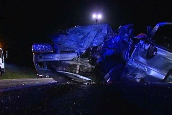 L'un des deux véhicules accidentés dans la nuit de samedi à dimanche sur la commune de Peyrat-de-Bellac  (déviation de Bellac)