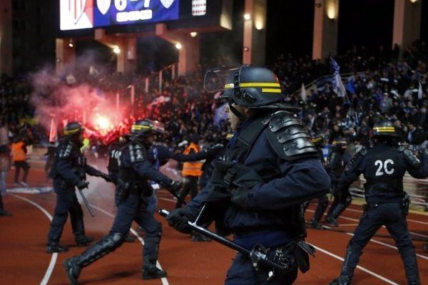 05/02/15 - Coupe de la Ligue - Plaintes à Monaco après l'envahissement de la pelouse par des supporteurs bastiais