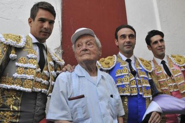 """Cano au milieu des """"siens"""" en 2014, entouré de Manzanares, Enrique Ponce et Alejandro Talavante"""