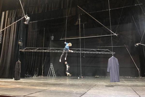 """14 septembre 2021, Théâtre National de Nice, répétition pour le spectacle qui ouvre la saison, """"La Chute des Anges"""", de la chorégraphe Raphaëlle Boitel."""