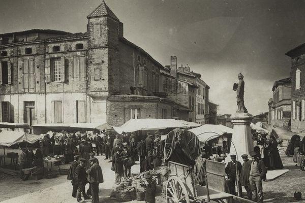 La place du Marché de Nailloux