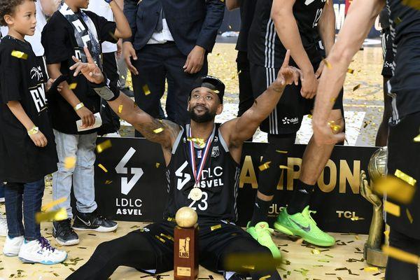 Asvel-Dijon Finale Chpt de France 2021 Basket Elite. 26 juin 2021 -David Lighty MVP de la finale. L'Asvel Villeurbanne remporte le match et est titré champion de France 2021.