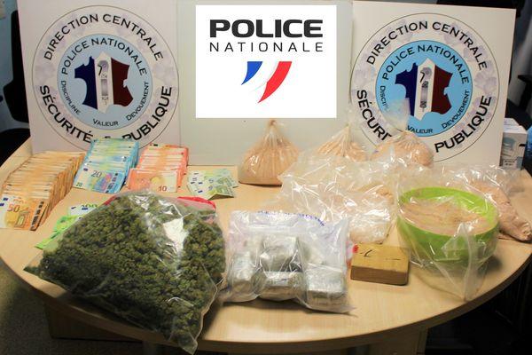 Bilan de l'opération : 17 GAV, 19.5 kg d'héroïne, 400 g de cocaïne, 4.7 kg de cannabis, 87.000 euros et six armes à feu saisies.