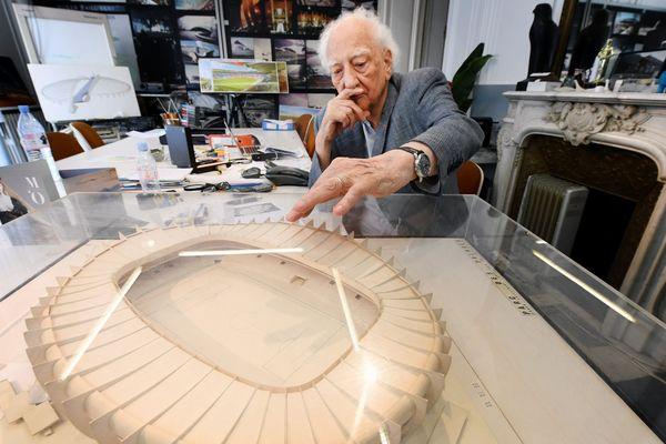 Roger Taillibert dans son cabinet d'architecture en 2018.