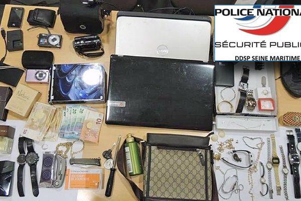 Une partie du butin retrouvé au domicile d'un des cambrioleurs arrêtés par les policiers du Havre