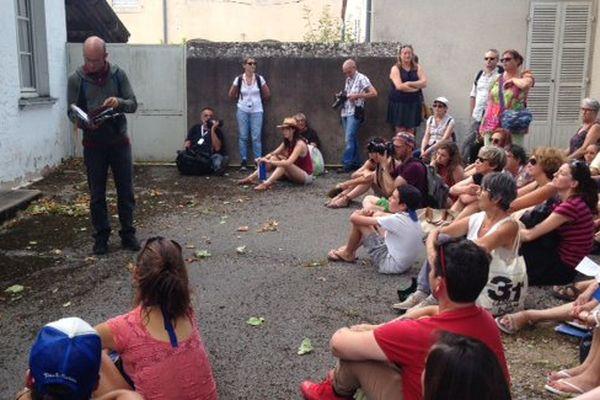 """Le spectacle """"Les tondues"""" de la compagnie """"Les arts oseurs"""" a été joué mercredi 19 juillet 2017 pour la première à Chalon dans la rue."""