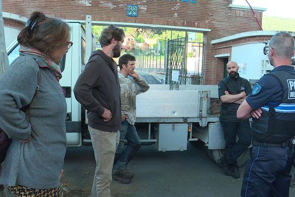 Tôt ce matin les producteurs ont bloqué l'entrée du marché au stade municipal de Céret.