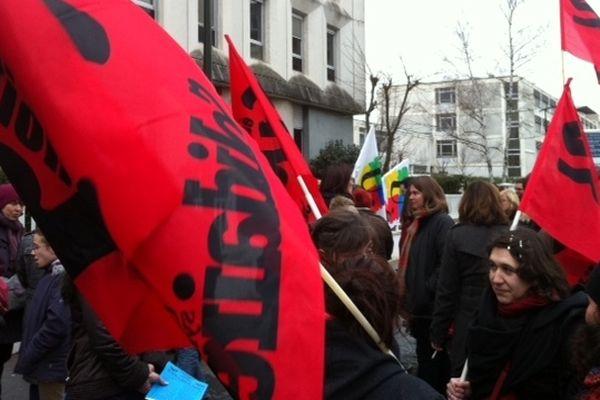 Une quarantaine d'enseignants ont manifesté mercredi devant l'inspection académique du Loiret