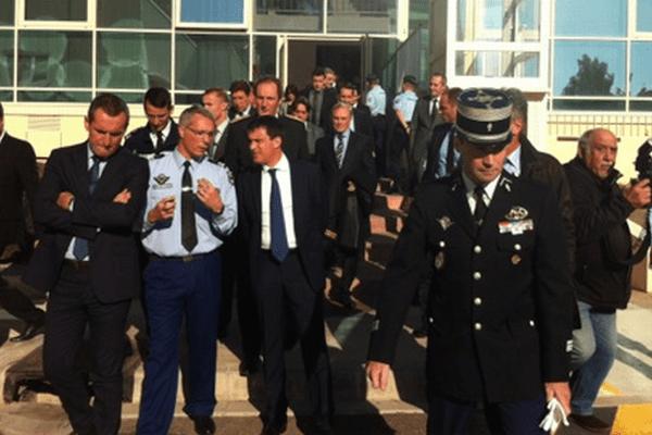 07/12/13 - Visite du groupement de gendarmerie de Bastia après le tir de roquette de jeudi soir
