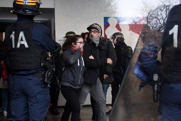 Le 9 avril dernier, les CRS sont intervenus à Nanterre pour déloger des étudiants.