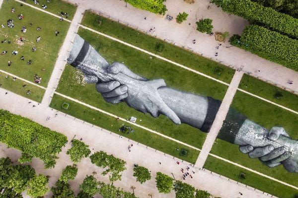 La fresque fait 600 mètres de long et 25 mètres de large.