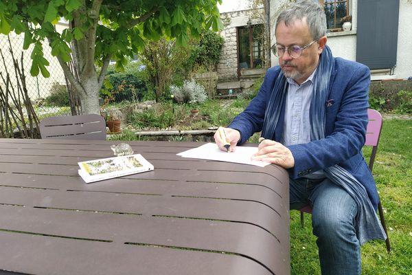 """Frédéric Chef est un écrivain rémois, originaire de Langres. Il publie """"Le partage des eaux, Langres et alentour""""."""