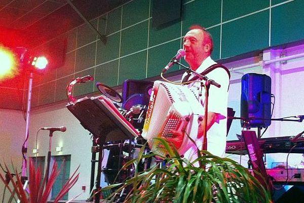 Emilio Corfa sur scène, octobre 2013