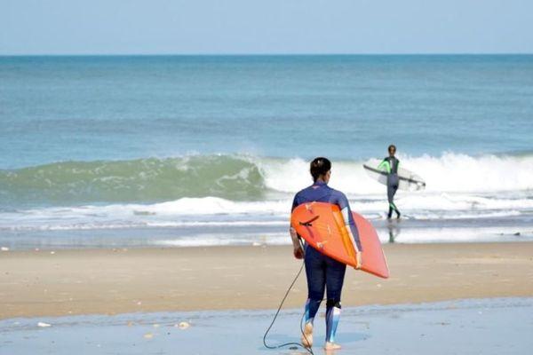 Les surfeurs ont repris le chemin des plages comme ici à Montalivet, en Gironde