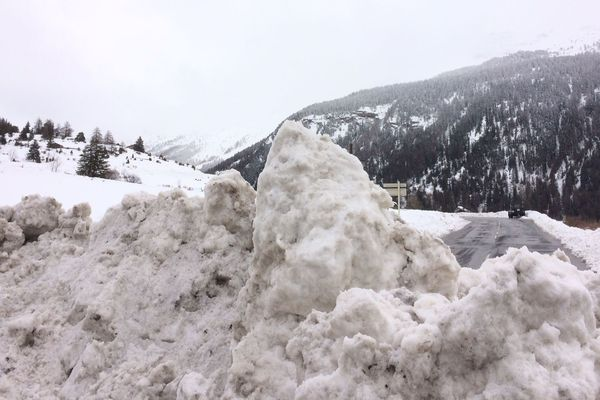 La route était coupée lundi soir à Lanslevillard en Savoie