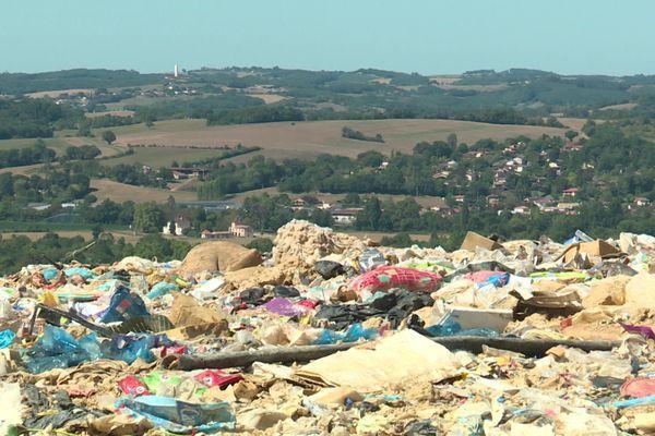 La décharge de Pavie dans le Gers est gérée par la société Trigone. Deux associations de riverains demandent sa fermeture