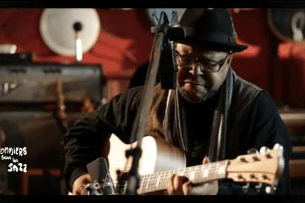 Larry Garner, l'une des têtes d'affiche de la soirée blues de Jazz sous les pommiers cette année