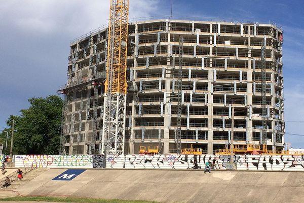 Montpellier - l'immeuble de l'Arbre blanc sur les bords du Lez en construction - juin 2017.