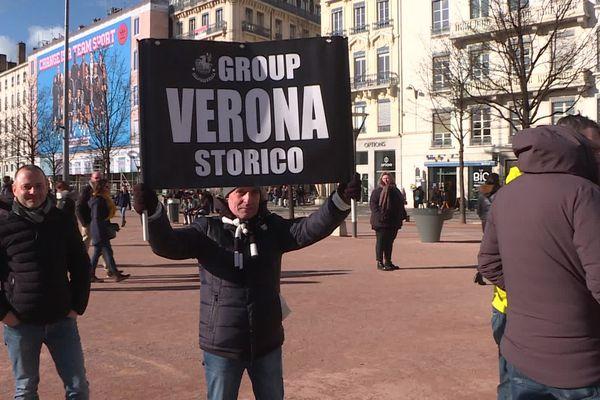 Les supporters de la Juve sont arrivés aujourd'hui à Lyon, comme ici place Bellecour.