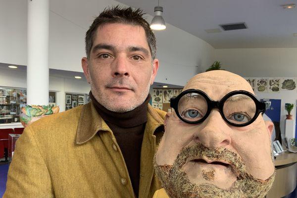 Christophe Dolbeau avec la marionnette des guignols de Jean-Pierre Coffe