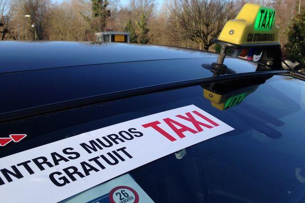 Taxis gratuits dans Strasbourg le mardi 26 janvier 2016 en signe de protestation contre les véhicules de transport avec chauffeur (VTC)