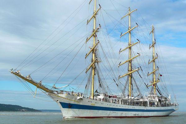 Cet habitué de l'Armada était encore sur les quais de Rouen en octobre. Magnifique Mir !