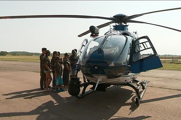 25 enfants de centres de loisirs découvrent le métier de gendarme sur la BA102