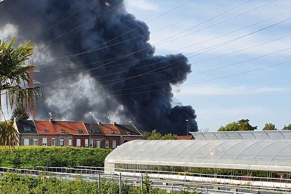 L'incendie est visible de plusieurs endroits de la métropole lilloise.