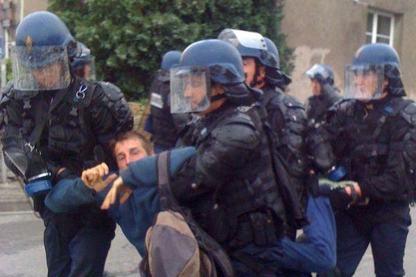 Manif des anti aéroport jeudi 21 juin 2012  devant la mairie de ND des Landes