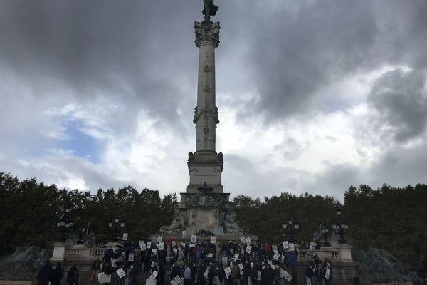 Une centaine de forains réunis vendredi 25 septembre place des Quinconces pour dénoncer l'annulation de la Foire aux plaisirs de Bordeaux cet automne.