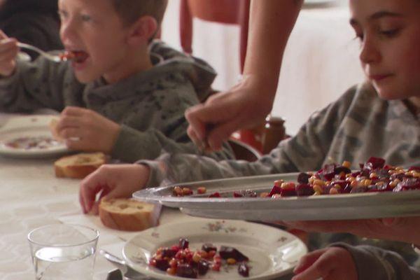 A Clans dans les Alpes-Maritimes, les écoliers vont au restaurant et non à la cantine