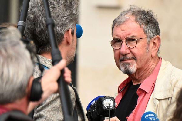 Le chanteur et humoriste Richard Gotainer figure en 13e position sur la liste du maire sortant Olivier Filliat à Cérilly dans l'Allier.