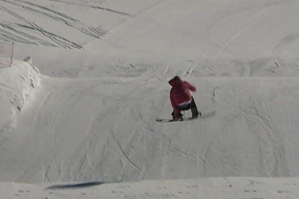 Enzo Valax, champion de France de snowboard, est scolarisé au lycée Pierre de Coubertin de Font-Romeu.