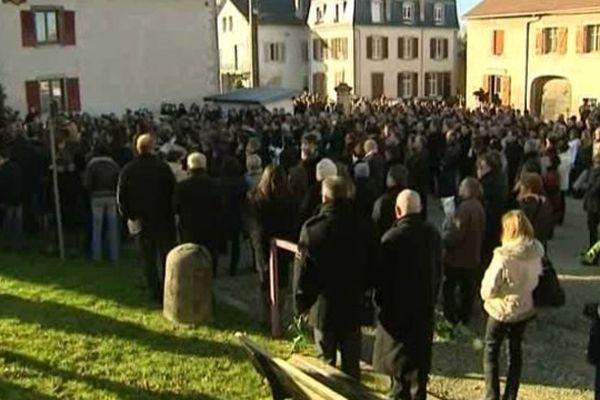 La marche blanche à la mémoire de Maxime a réuni de très nombreuses personnes à Etouvans (25), le 15 janvier 2012.