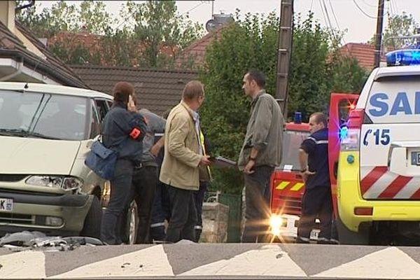 Mardi, l'interpellation avait tourné au rodéo non loin d'une école. Plusieurs personnes avaient été blessées. Le policier avait du faire usage de son arme.