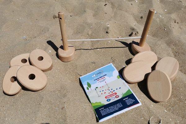 Le Snooty, jeux de rugby en bois à la plage.