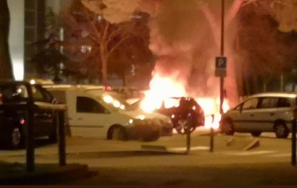 Plusieurs véhicules sont également la proie des flammes à la Reynerie.